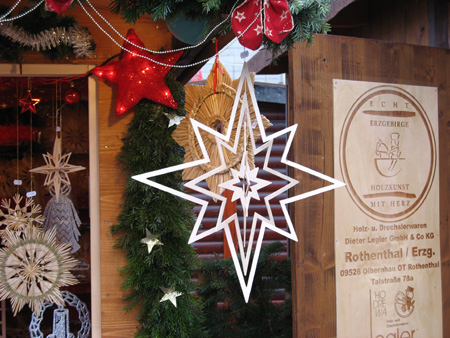 Raumstern auf dem Weihnachtsmarkt